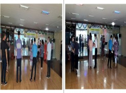 사진왼쪽은 수업 시작 전 강사님 소개 및 교육생 서로 인사를 하는 시간을 가졌습니다. 사진오른쪽은 강사님의 지도하에 파트너와 함께 음악에 맞춰 춤을 표현하고 있습니다.